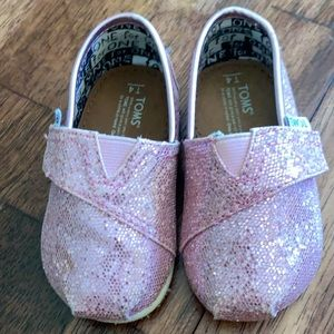 Pink Sparkle Toms Size 4